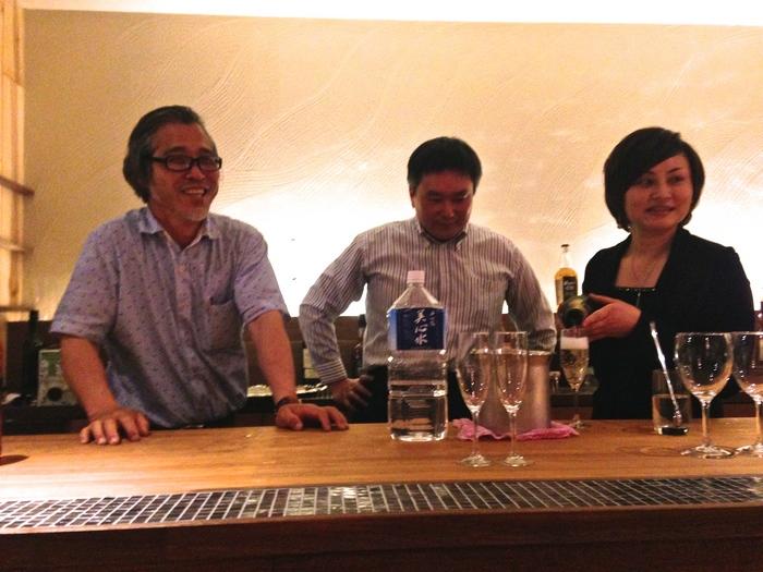 バーもあります。左が水田社長